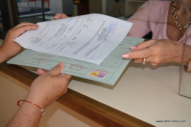 Beaucoup de cartes grises provisoires ont été délivrées aux concessionnaires après le salon de l'auto.