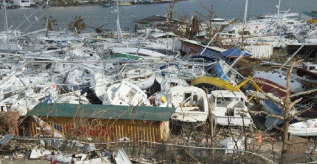 Cette image montre la violence et l'ampleur des dégâts que peut provoquer un cyclone en alerte rouge