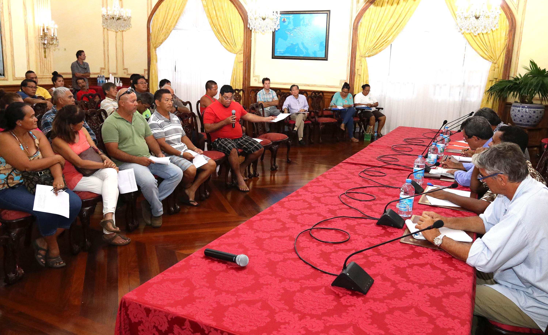 Le Président Edouard Fritch reçoit le collectif des agriculteurs