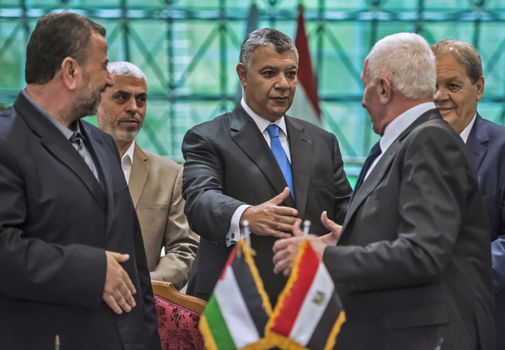 Le Fatah et le Hamas palestiniens signent un accord de réconciliation au Caire