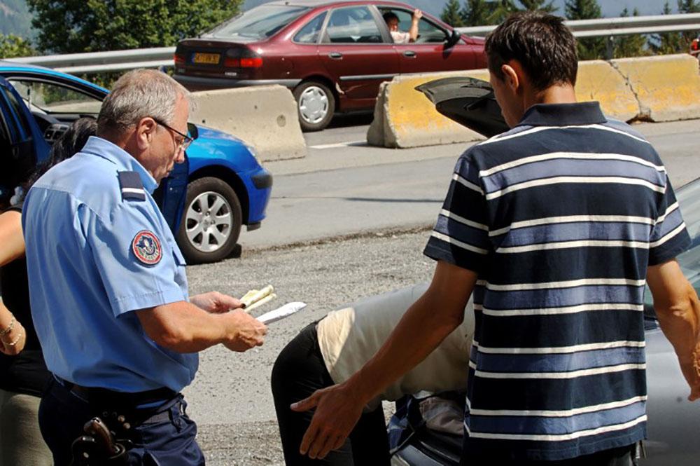 Menace terroriste: la France va maintenir les contrôles aux frontières jusqu'au 30 avril