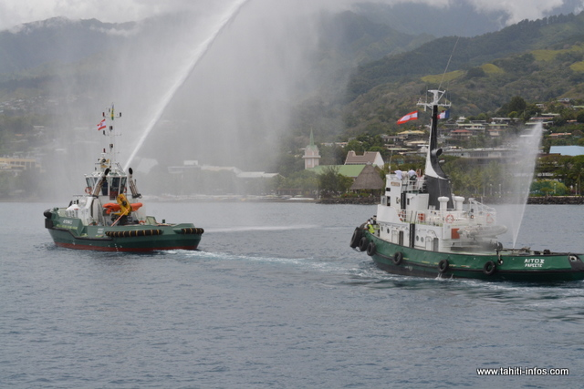 Le nouveau remorqueur du Port autonome a été accueilli par ses compères.