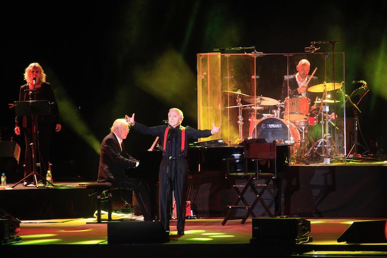 Charles Aznavour était accompagné d'Erik Berchot, titulaire du prix Fréderic Chopin, un des meilleurs pianistes contemporains.