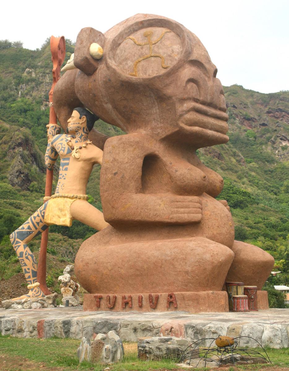 La statue de ferraille et de béton qui défigure la baie de Taiohae. Nous n'avons rencontré aucun Marquisien et aucun touriste lui trouvant un quelconque intérêt…