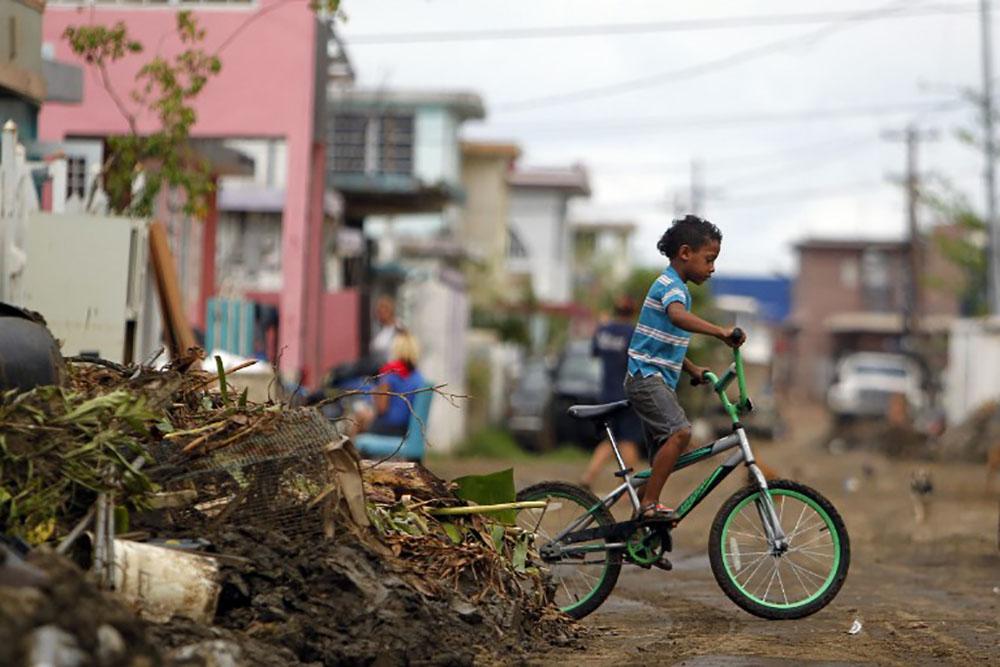 """Un mois après l'ouragan, les """"oubliés"""" de Porto Rico peinent à se relever"""