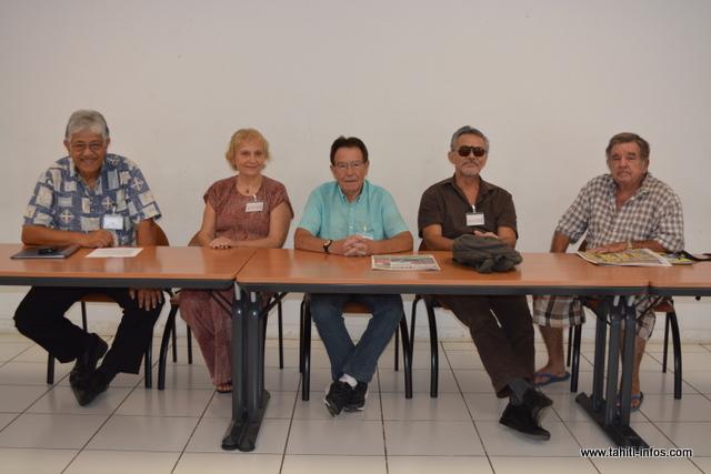 Taote Pruliere et son épouse, entourés des membres de la Ligue Vie & Santé.