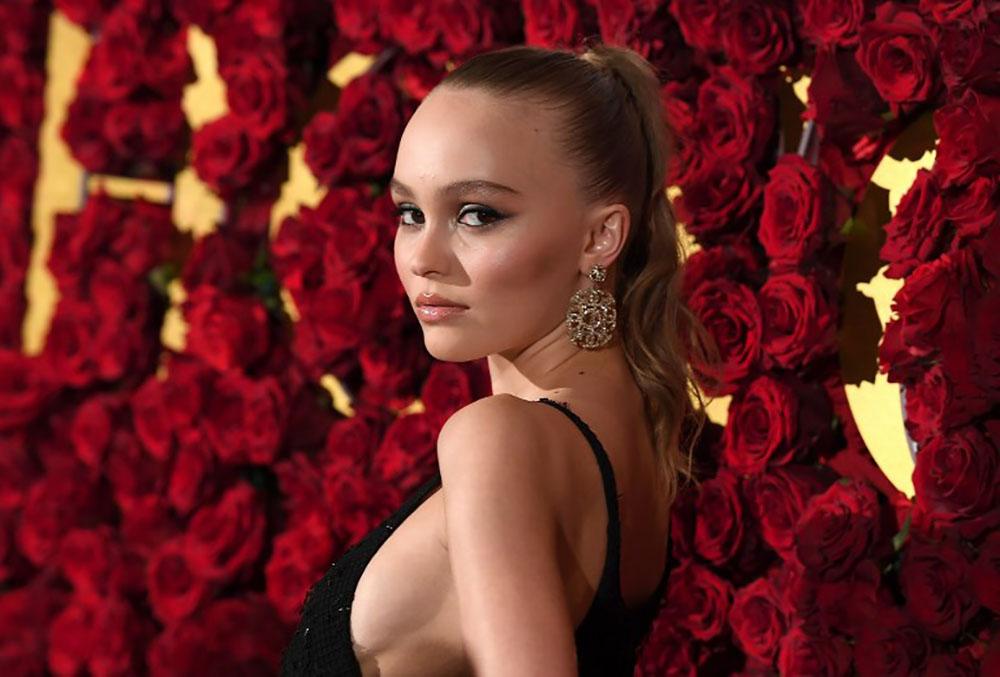 Lily-Rose Depp, marraine des illuminations de Noël sur les Champs-Elysées