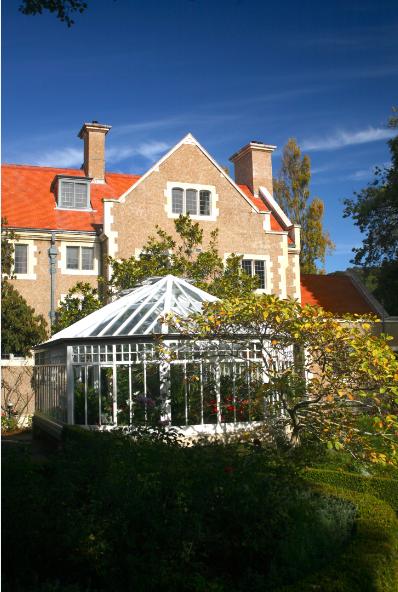 Le manoir d'Olveston, de style Jacques 1er, a été bâti en 1904 pour le riche homme d'affaires David Theomin. Ses 35 pièces sont aujourd'hui un musée qui se visite.