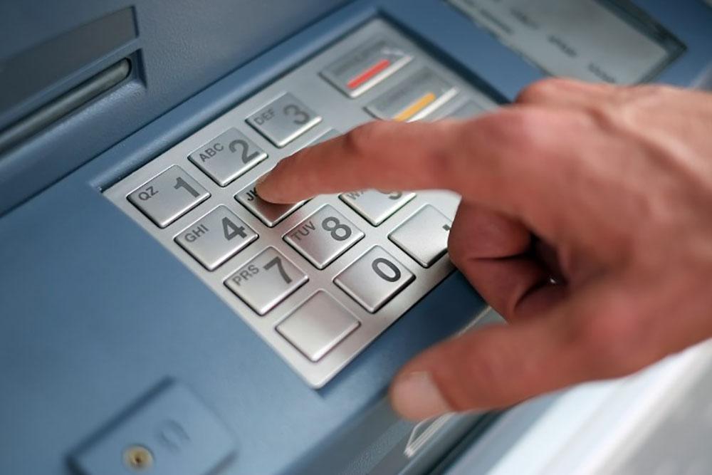 Brest: 3 mois de prison pour avoir étalé ses excréments sur des distributeurs bancaires