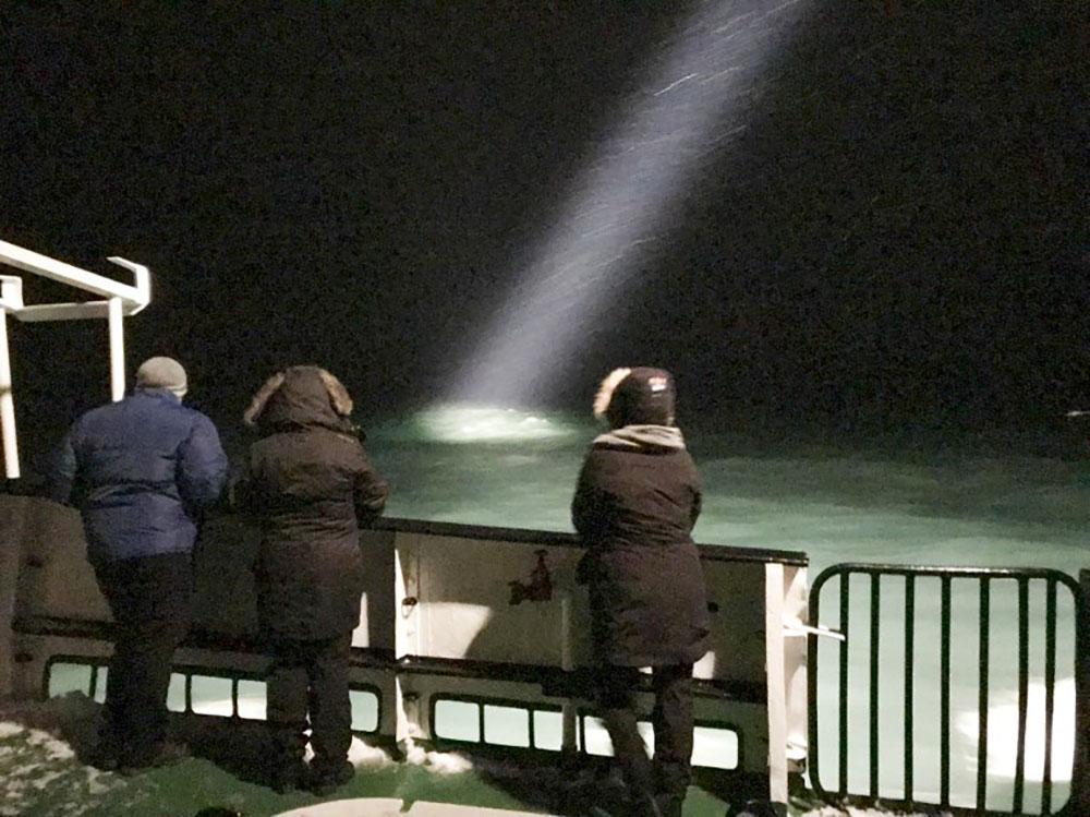"""Arctique: la Russie se joint au """"contre la montre"""" pour retrouver un hélico disparu"""