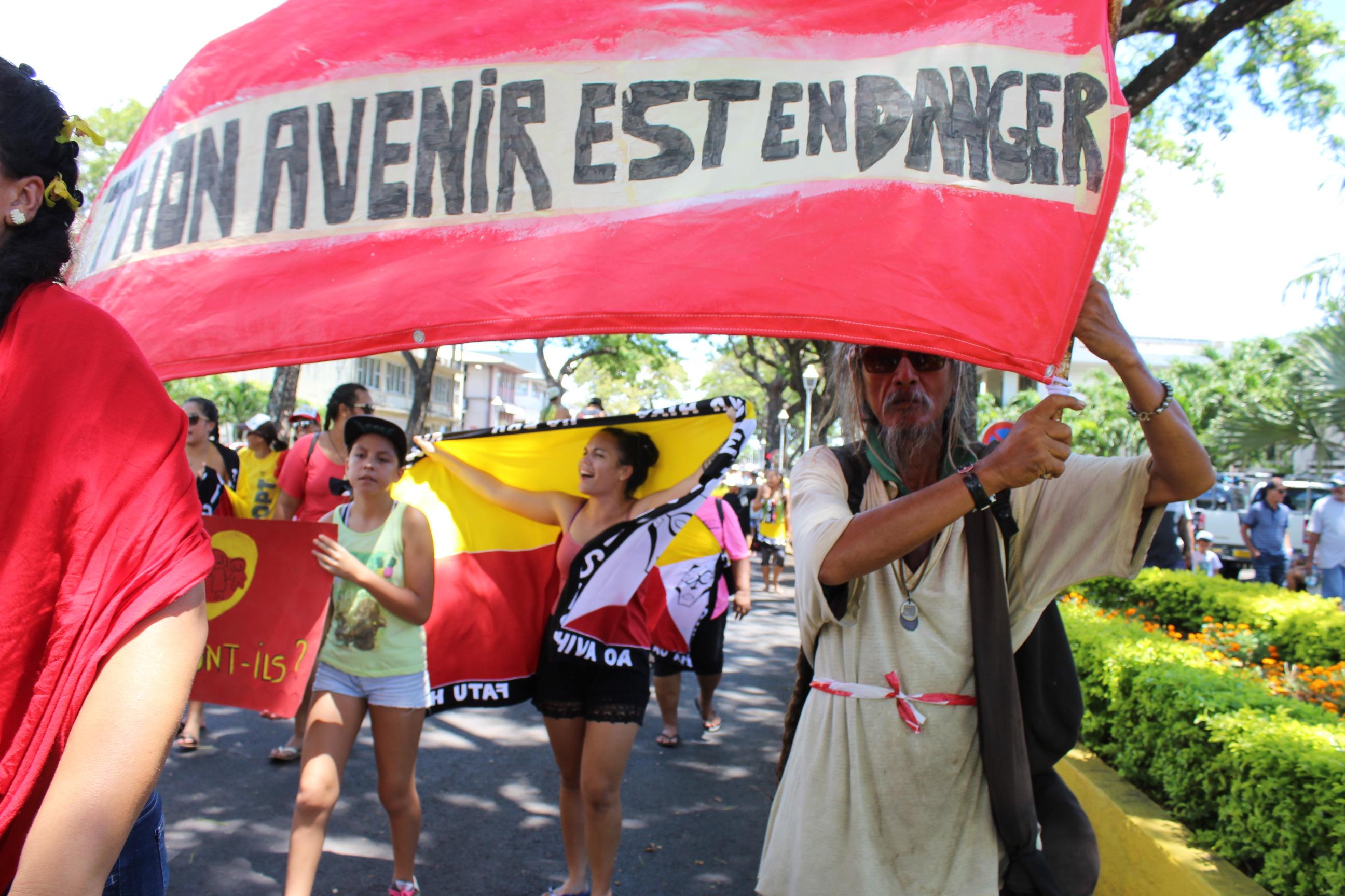 """Les Marquisiens ont battu le pavé contre le projet de pêche """"industrielle"""""""