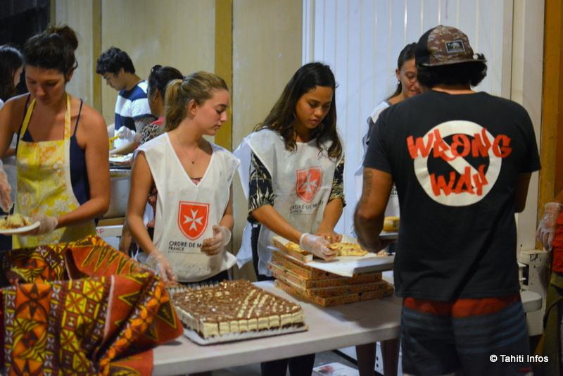 """""""Comme Lui, savoir dresser la table"""" ont chanté les invités avant de passer la table, un moment émouvant pour les jeunes étudiants qui ont cuisiné le repas."""