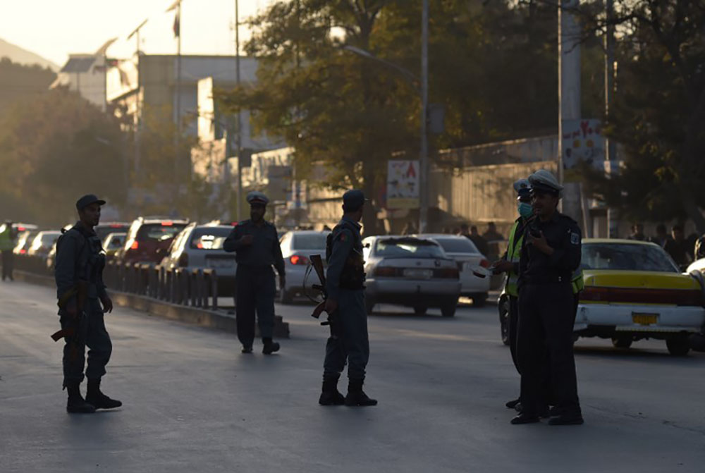 """Un adolescent se fait exploser dans la """"zone verte"""" à Kaboul"""
