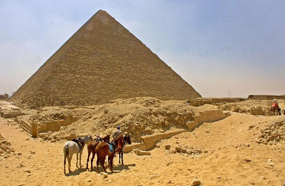 Découverte d'une cavité aussi volumineuse qu'un avion dans la pyramide de Khéops