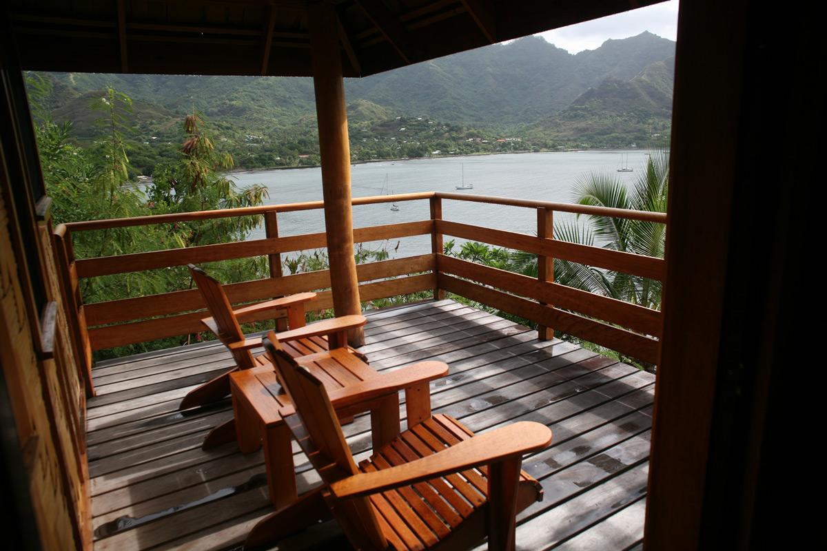 Une vue de la baie de Taiohae depuis l'hôtel Keikahanui Pearl Lodge.