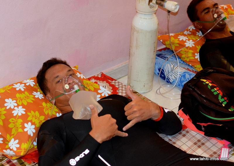 Séance de masque à oxygène pour éliminer le monoxyde de carbone du sang.