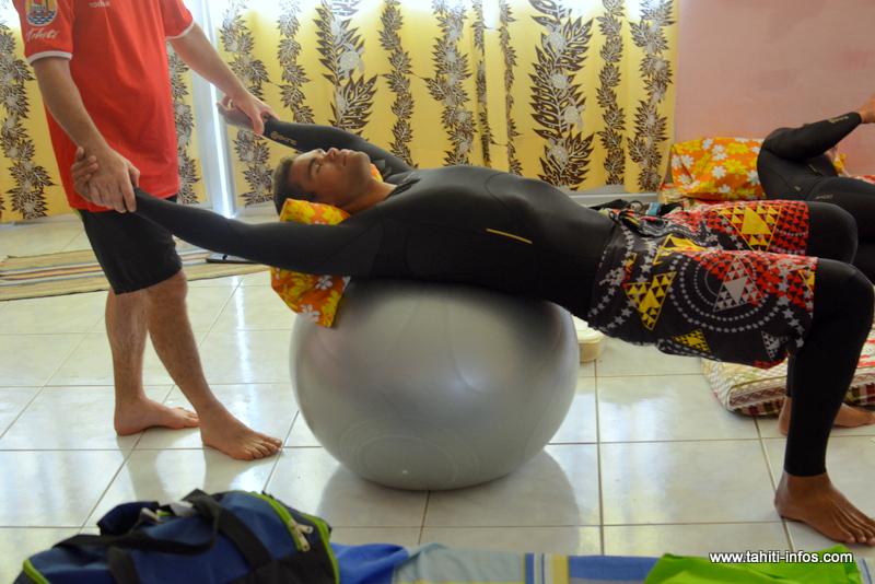 Étirements, massages et relaxation restent des incontournables de la récupération.