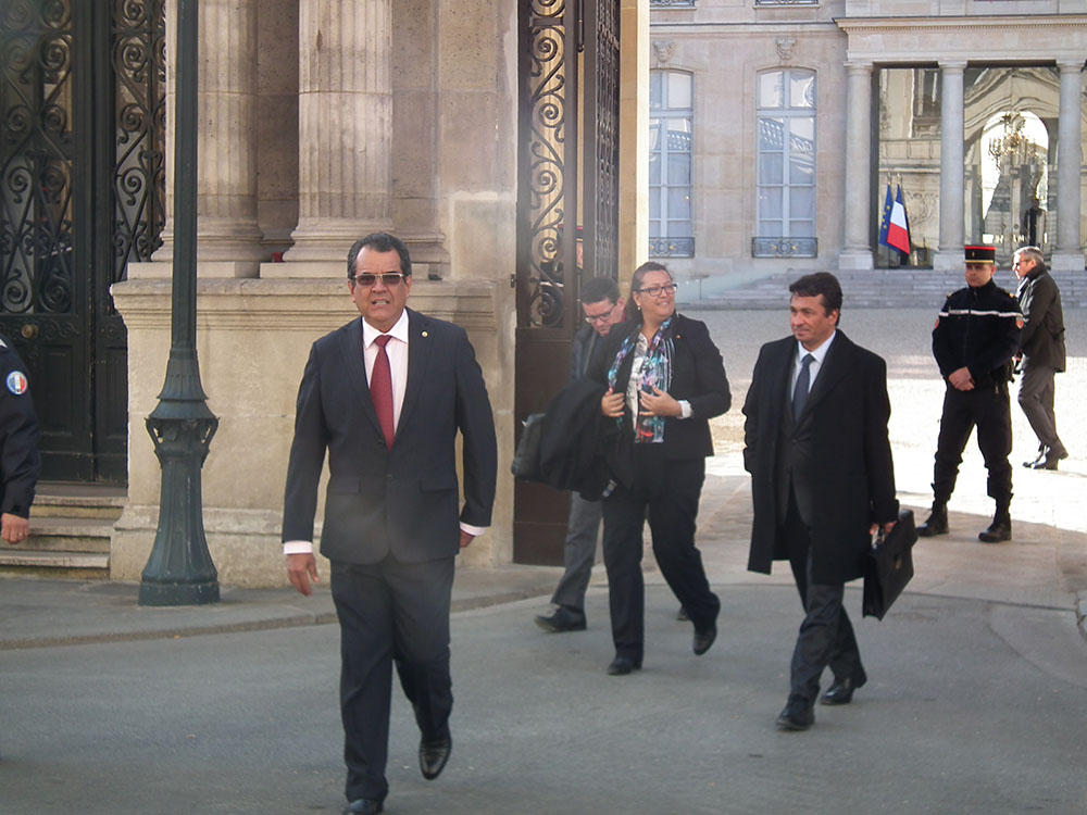 Edouard Fritch était accompagné de la députée Maina Sage et du sénateur Nuihau Laurey.