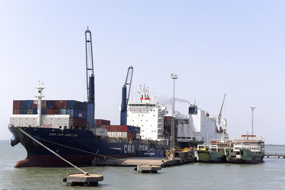 Les porte-conteneurs géants de CMA-CGM avanceront au gaz naturel