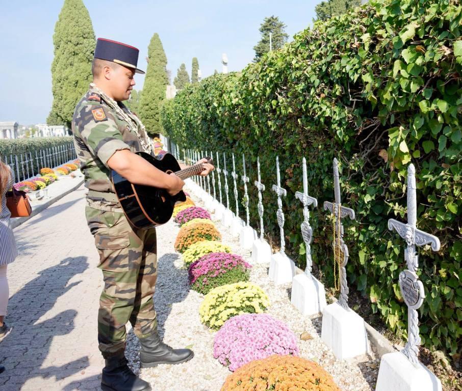 Les militaires polynésiens du 21ème RIMa (régiment d'infanterie de marine) ont rendu hommage avec des chants.