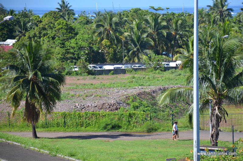 La Polynésie française a toléré l'entreposage de 110 000 mètres cubes de terres et matériaux, en totale contravention avec la réglementation, entre 2013 et 2015 sur le site de l'ancien hôtel Maeva Beach à Punaauia.