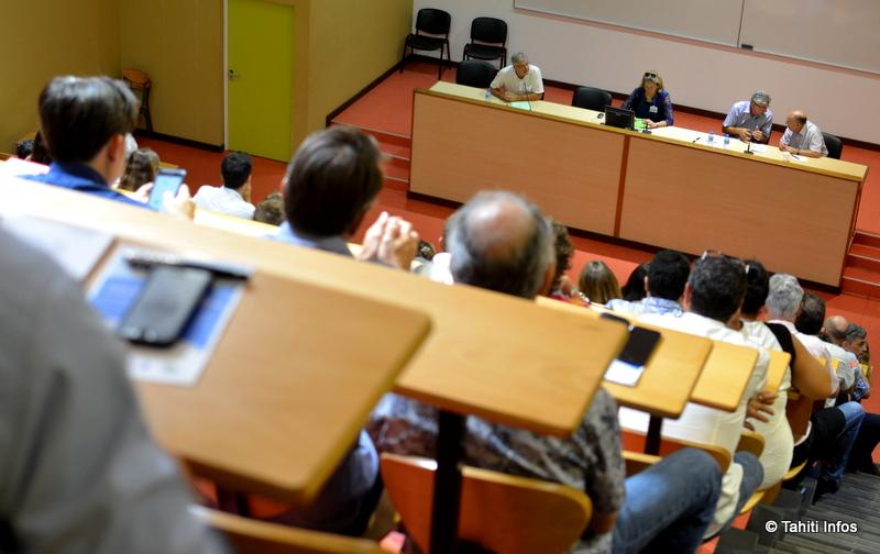 Deux journées de colloque sur le droit de la concurrence à l'université, on aurait pu penser que l'amphi serait vide… Mais au contraire le sujet a passionné le public et les étudiants.