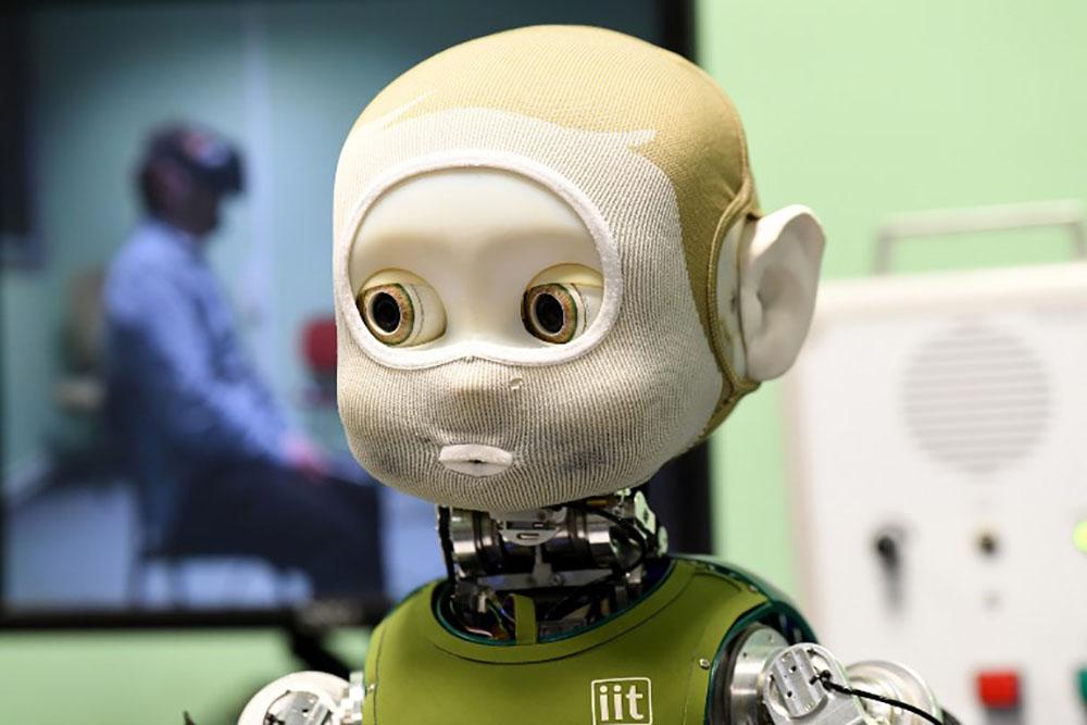 Nina, le robot qui apprend à parler aussi avec les yeux