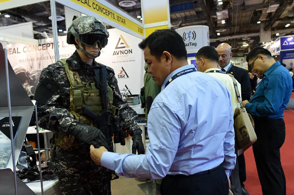 """Des """"équipements de torture illégaux"""" vendus au salon Milipol, selon Amnesty"""