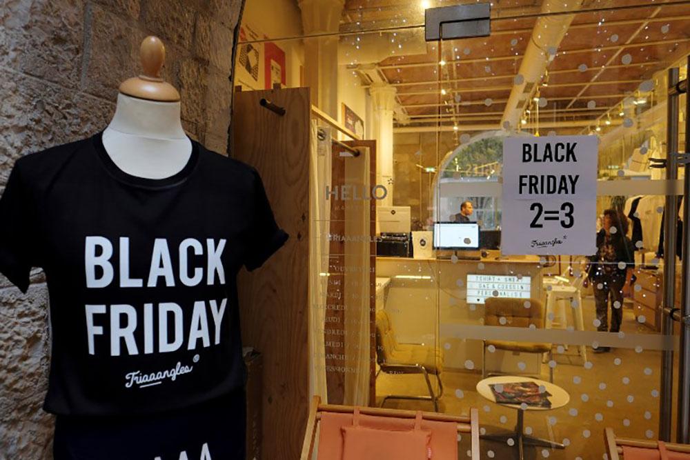 Le Black Friday bat son plein aux Etats-Unis, avec un oeil sur Noël
