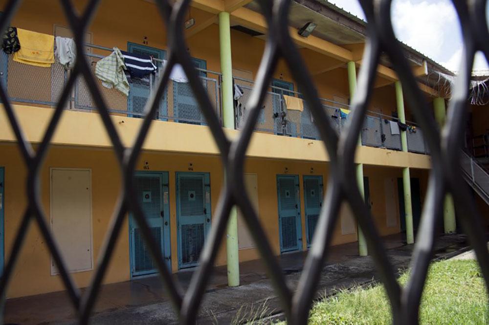 """Guadeloupe/Opération """"déposez les armes"""" en prison: 52 armes, 62 remises de peine"""
