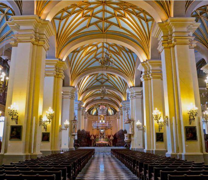 Au cœur de la cathédrale de Lima, là même où les deux premiers Polynésiens de l'histoire furent baptisés. Ils reçurent leur confirmation le même jour, mais renièrent leur foi une fois rentrés à Tahiti.