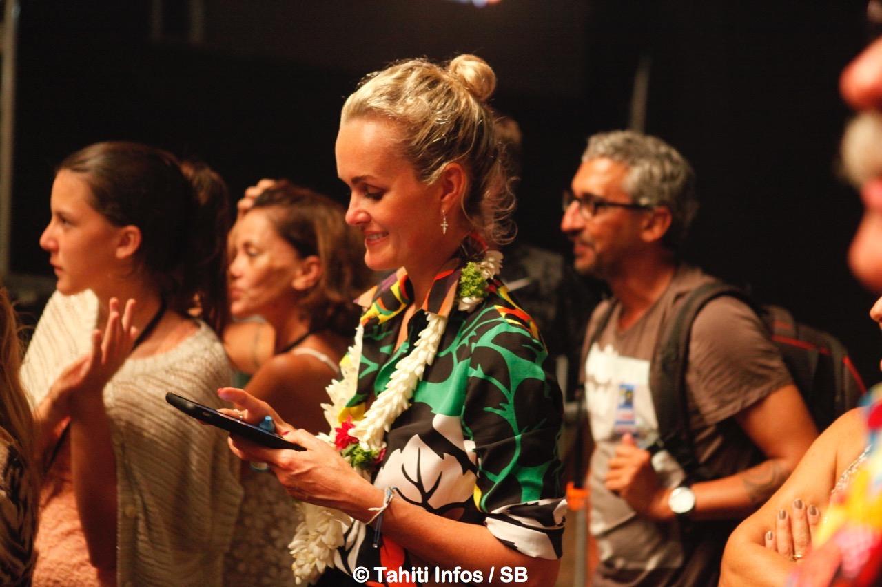 Laetitia Hallyday aux premières loges lors du concert de la star à Tahiti en 2016