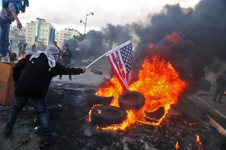 Jérusalem: les Palestiniens se mobilisent, le monde réprouve