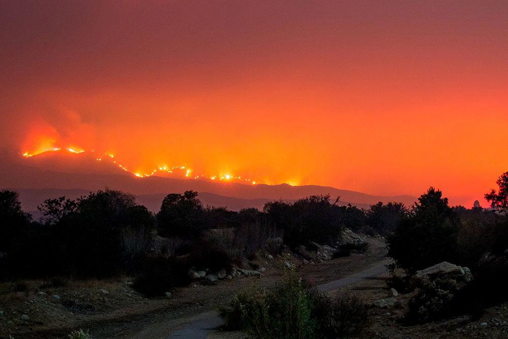 Des vents dignes d'un ouragan attisent les incendies de Californie