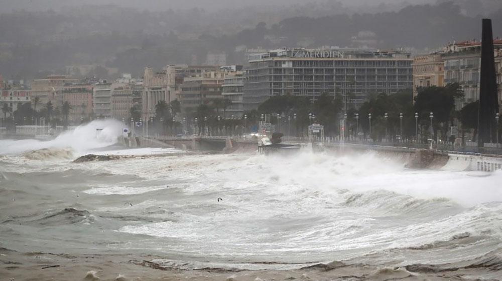 La tempête Ana touche la France, 32 départements en vigilance orange
