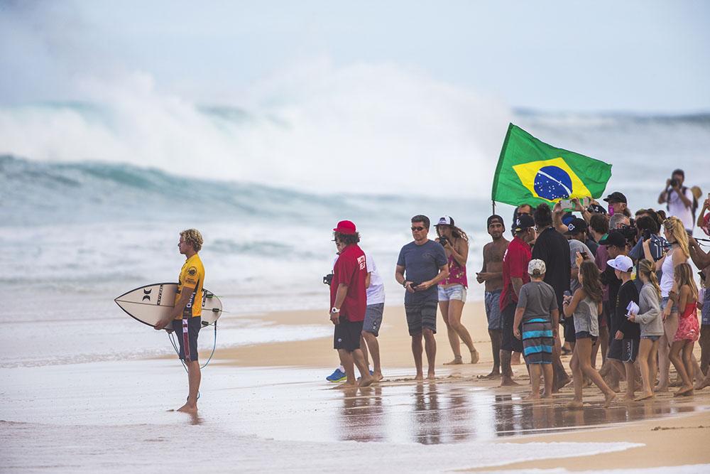 Surf/circuit mondial - Hawaï: Florence dans le bon tempo, Medina en danger
