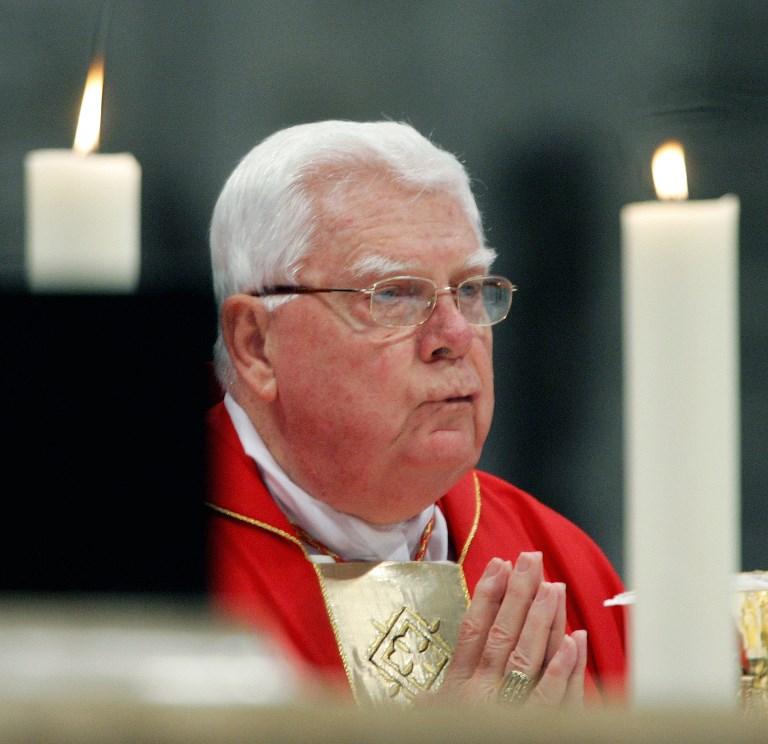 Pédophilie: la mort du cardinal américain Bernard Law rouvre les plaies