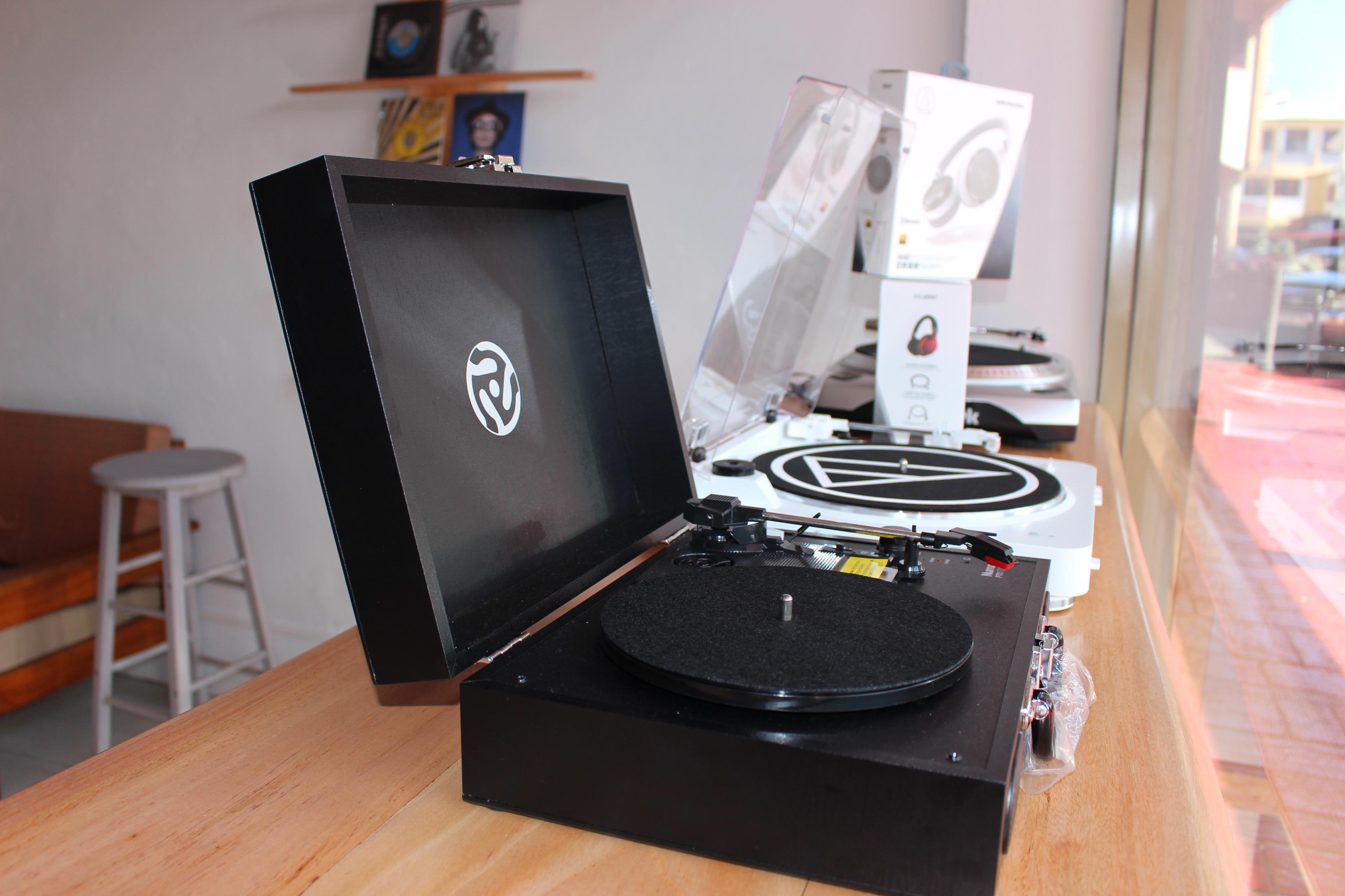 Un disquaire indépendant spécialisé dans les vinyles a ouvert ses portes