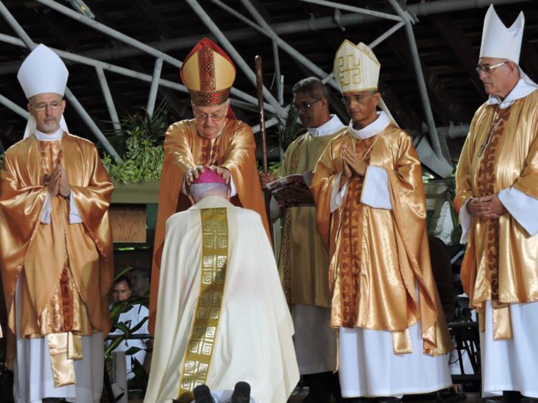 Mgr Cottanceau a été ordonné archevêque devant de nombreux fidèles.