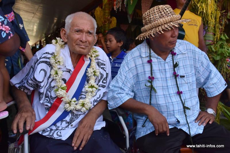 Le Tāvana Henri Brothers, ici en compagnie de son frère Damas, également élu du conseil municipal de Moorea-Maiao.