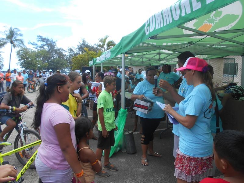 Outre le tour de l'île, des stands d'information ont été mis en place à Vaiare, pour accompagner et guider le public présent.