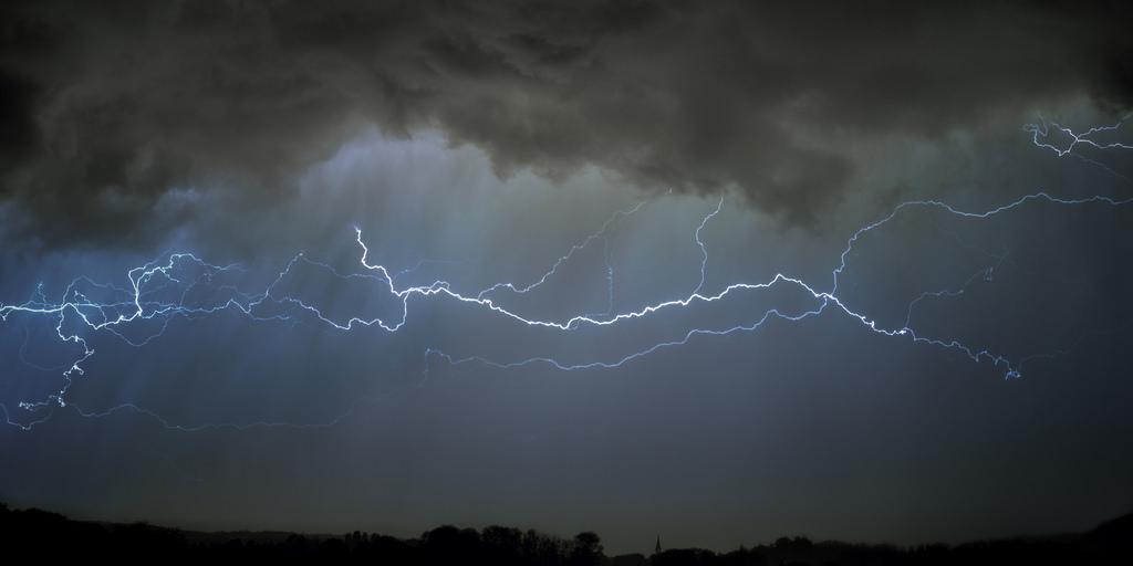 Appel à la vigilance en raison des fortes pluies et orages en cours