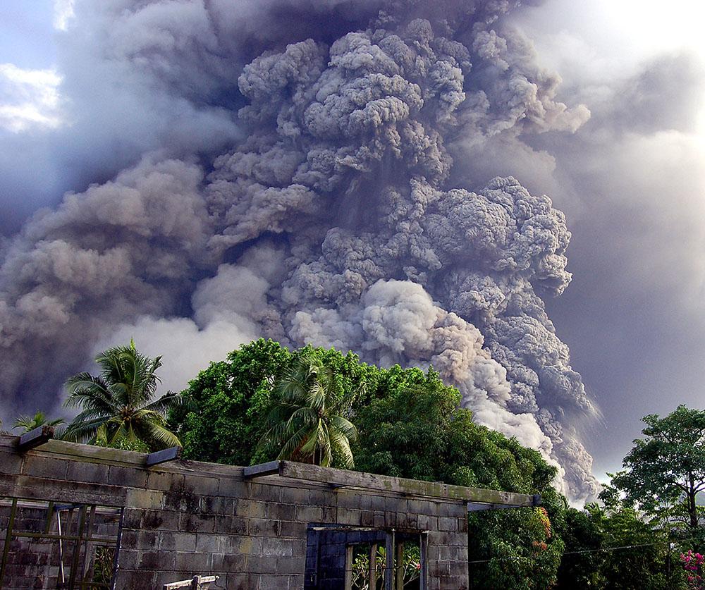 Papouasie: des centaines d'évacuations après le réveil d'un volcan
