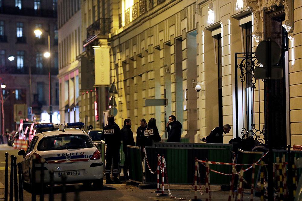 Braquage au Ritz: une partie du butin retrouvée, deux suspects encore en fuite