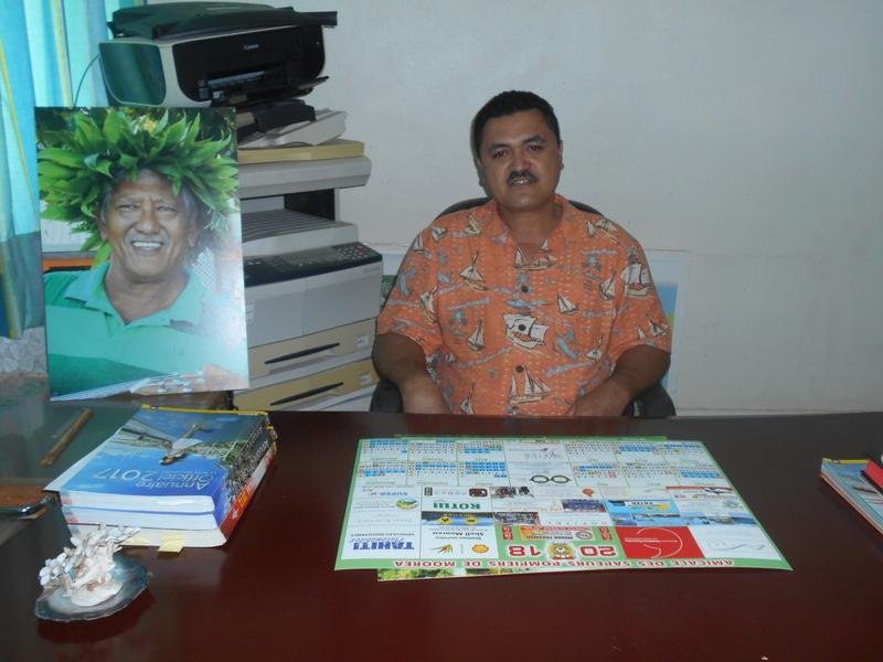 À 47 ans, Ronald Teariki prend les rênes de la commune associée de Teavaro. Il succède ainsi à Teriitepaiatua Maihi.