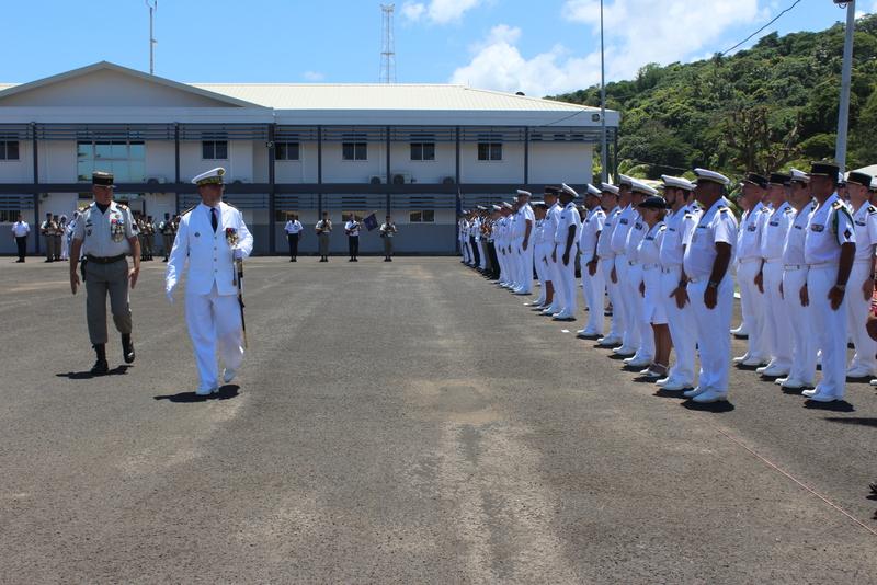 Revue des troupes par le contre-amiral Denis Bertrand.