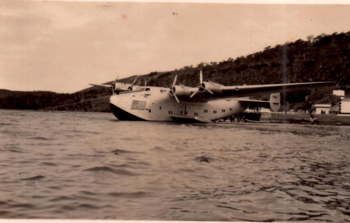 Hydravion américain de type Sunderland au mouillage. Fonds Guy Brault.