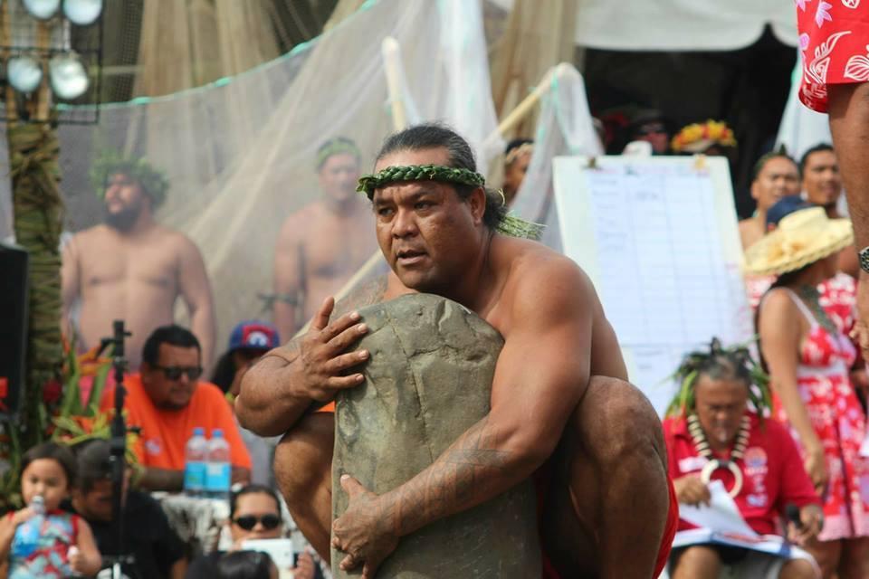 Tom Poadja, champion de lever de pierre est décédé
