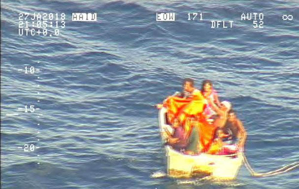 Kiribati: Un canot repéré avec sept personnes à bord après la disparition d'un ferry