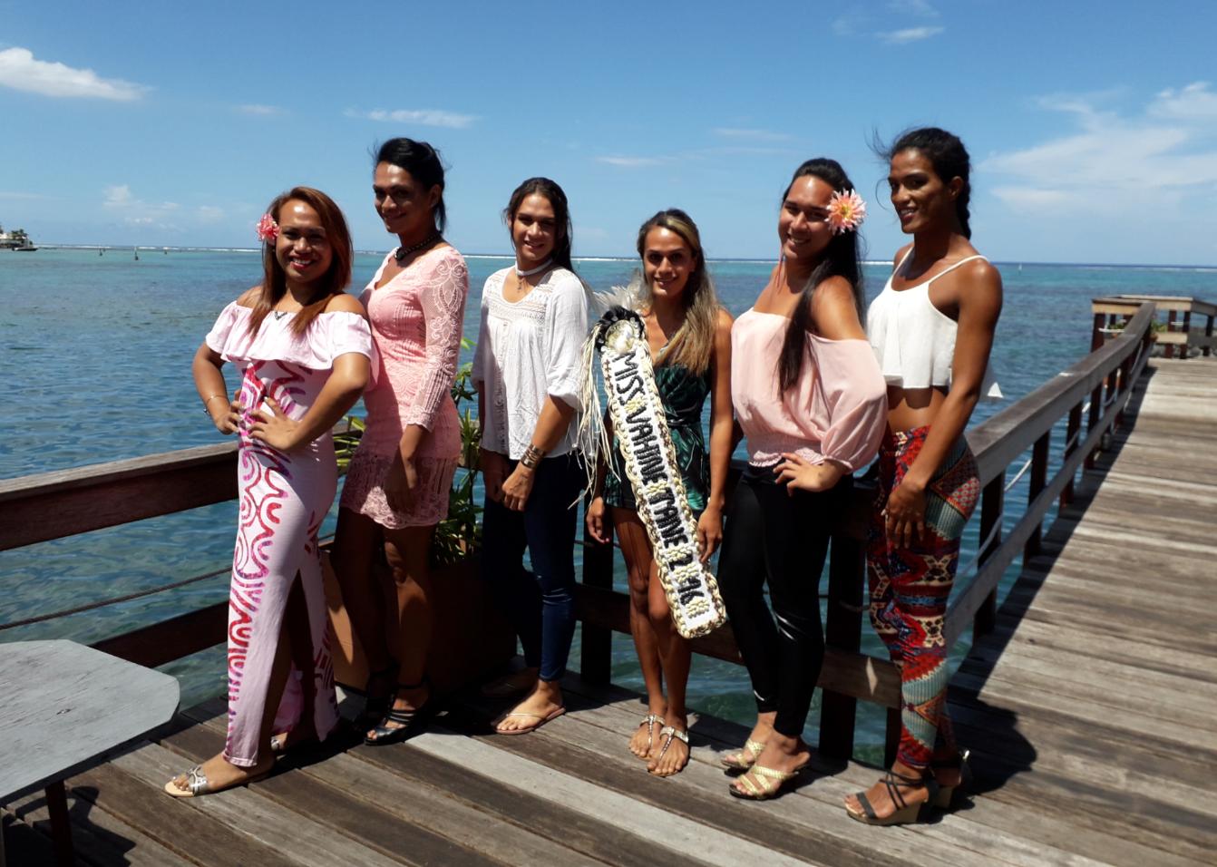 Cinq des six candidates retenues en compagnie de Miss Vahine-Tane 2016.